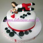 Bolo personalizado boneca malhando (vermelho)