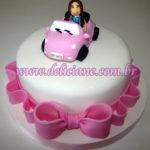 Bolo personalizado boneca no carro