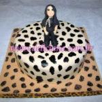 Bolo onça com boneca personalizada