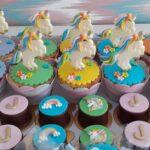 Cupcake decorado Unicórnio em pé