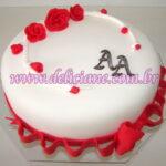 Bolo noivado branco e vermelho