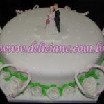 Bolo casamento com rosas brancas
