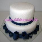 Bolo casamento branco e azul marinho