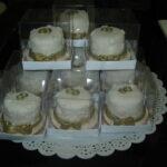 Mini bolo branco com dourado