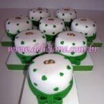 Mini bolo branco e verde